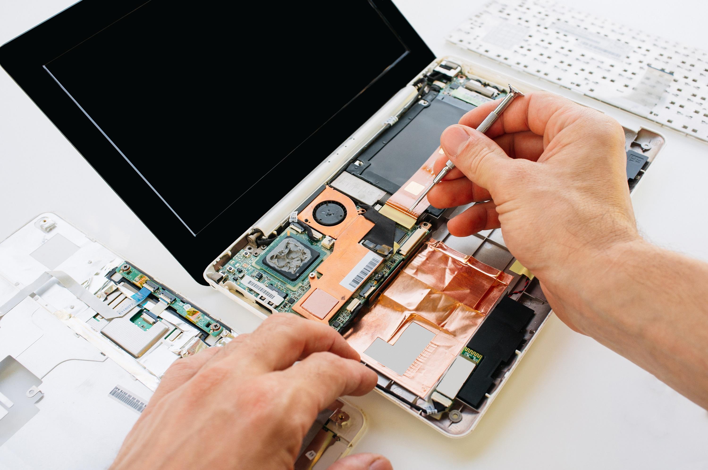 naprawa płyty głownej laptopa
