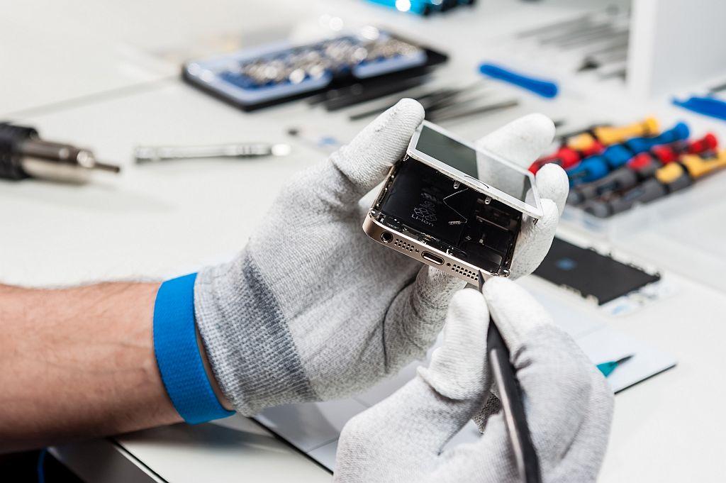 naprawa smartfona w serwisie komputerowym